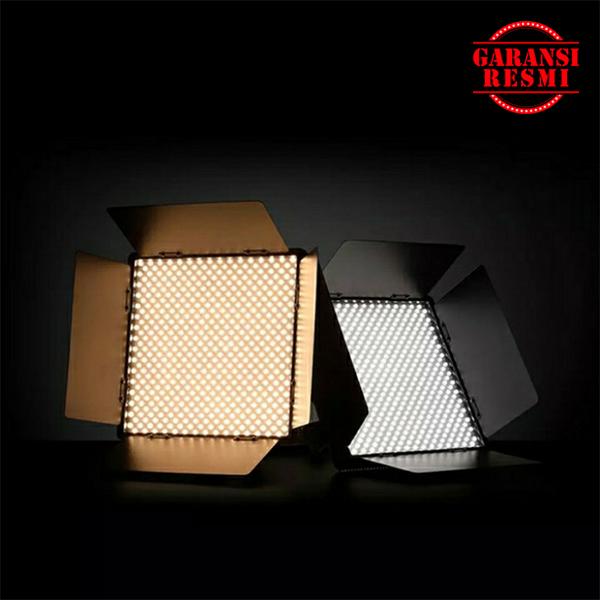 Jual Godox LED Video Light LED1000Bi II Murah. Cek Harga Godox LED Video Light LED1000Bi II, Disini Sentra Digital Kamera Surabaya. - Sentradigital.com